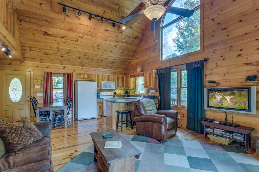 Treetops spacious open floorplan makes the most of the cabin`s living space