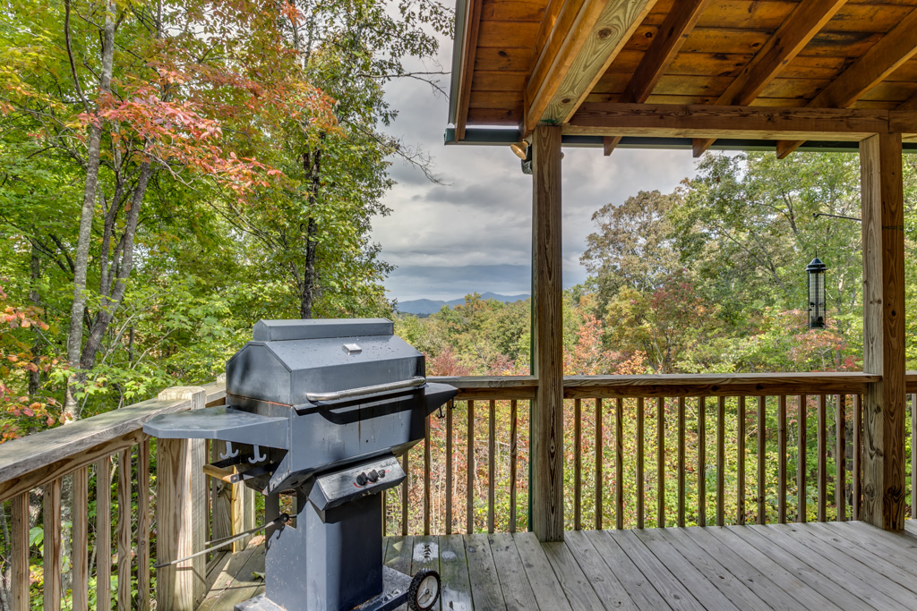 Grill your burgers or steaks looking out over the mountain view