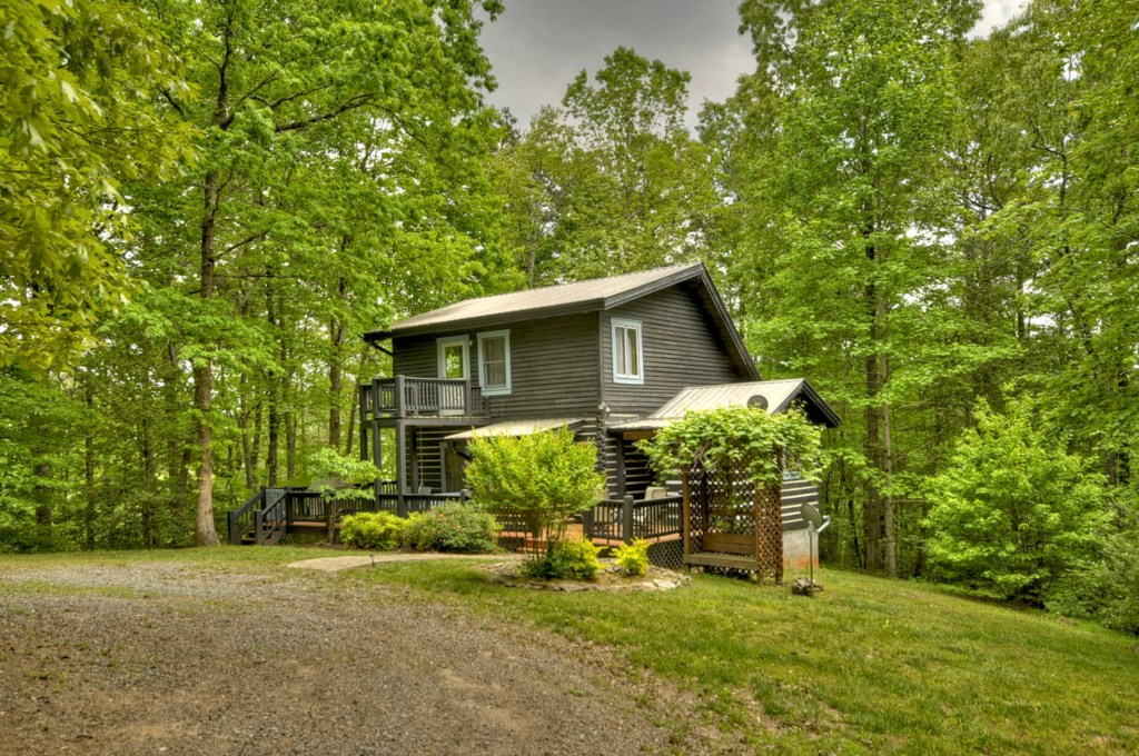 'Nice, cozy, seculded cabin with a nice wrap around porch' - Review Sylviak
