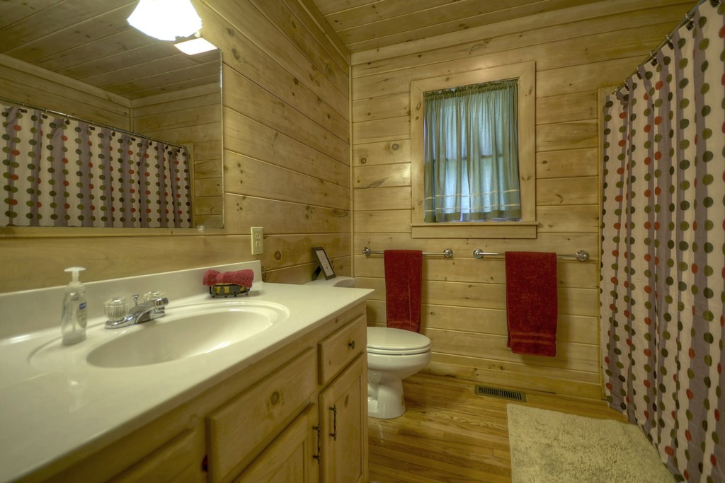 Main level Bathroom with shower/tub combo