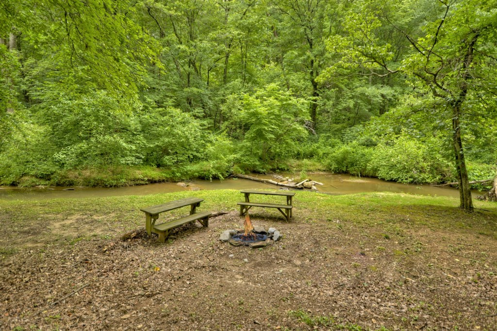 'The perfect getaway, we loved the firepit and stream' - Review Michael