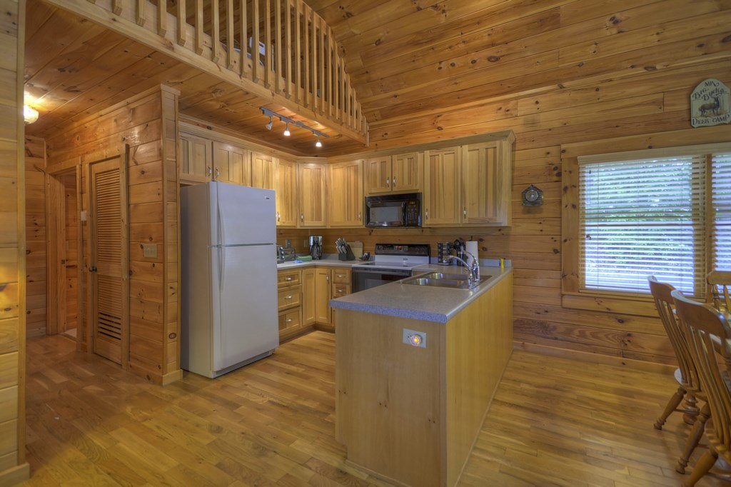 Bear Ridge Hideaway has a fully equipped kitchen for eating in