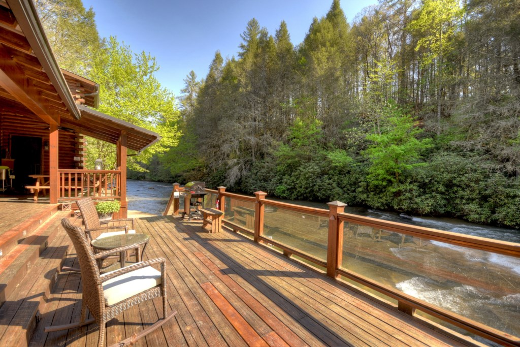 'Great cabin and beautiful location on the creek. Loved every minute!' - Review Jean