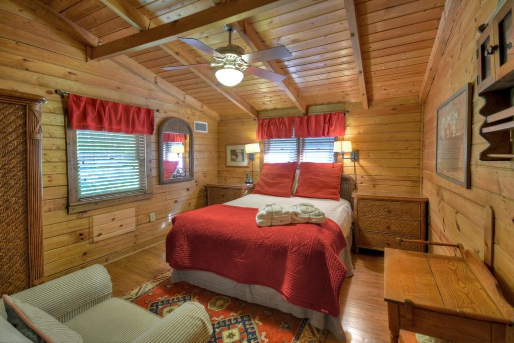 Queen Bedroom with ceiling fan