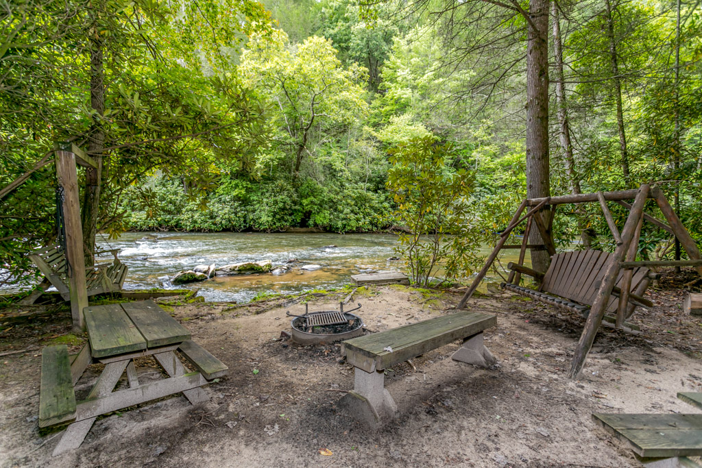 Create some lasting memories around the firepit and picnic area