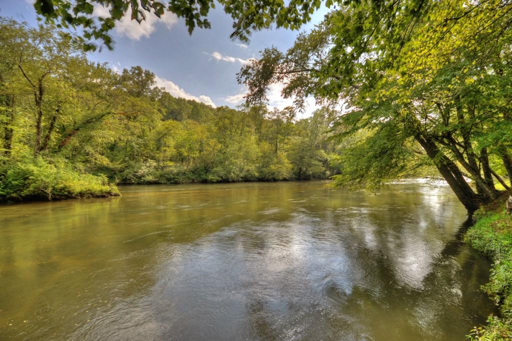 Toccoa River Escape is a unique North Georgia Mountain retreat