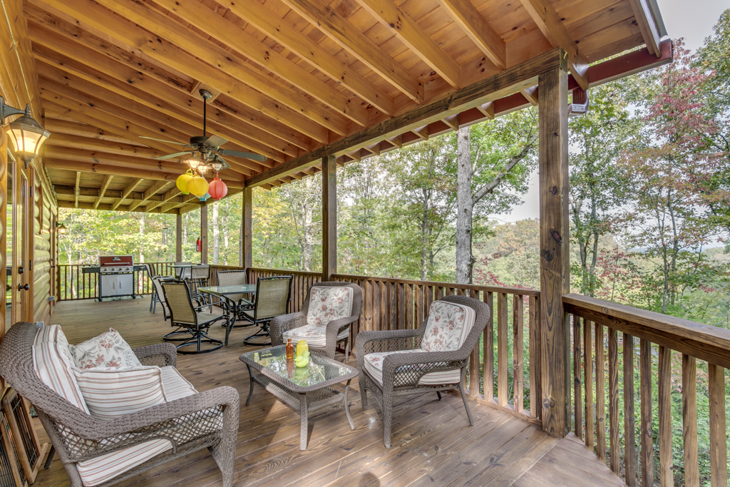 Country Dreams spacious covered decks