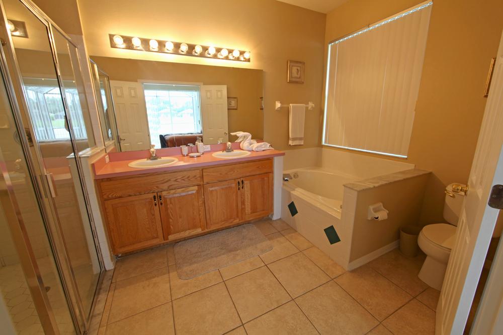 King-Master-Bathroom-1