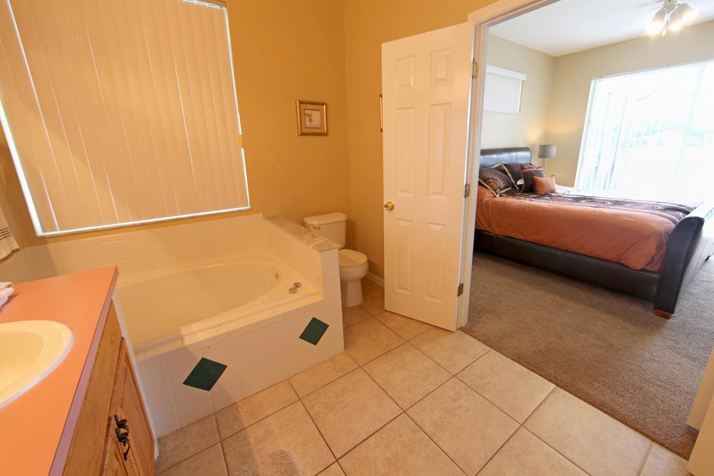 King-Master-Bathroom-2