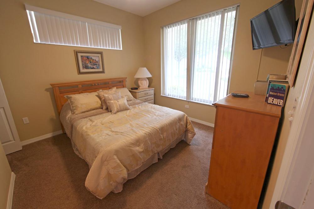Queen-Master-Bedroom-1