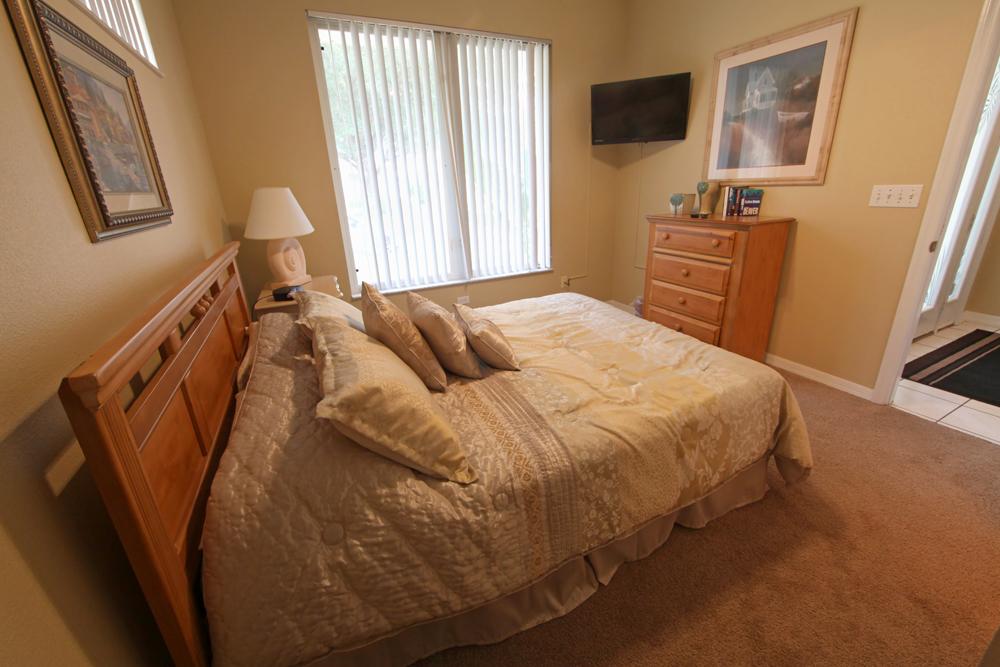 Queen-Master-Bedroom-2