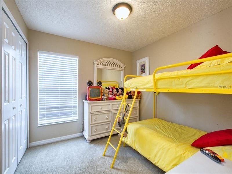 Walt-Disney-World-Disney-Themed-Bedroom-2