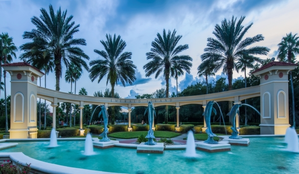 Emerald-Island-Resort-Dolphin-Water-Fountain-4