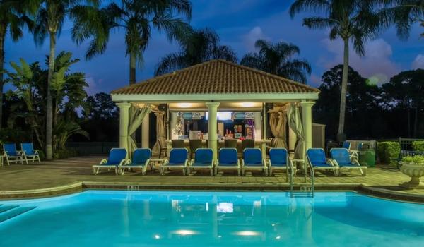 Emerald-Island-Resort-Clubhouse-Main-Pool-Tikibar
