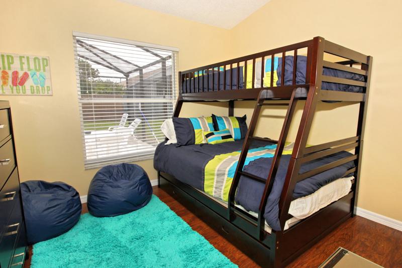 Colorful-Fun-Twin-Full-Bunk-Room