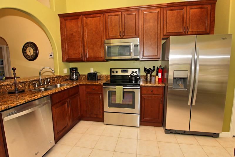 Spacious-Full-Kitchen