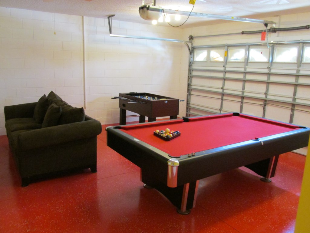 Game-Room-With-Pool-Table