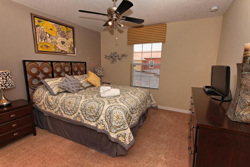 Master-Queen-Bedroom-2nd-Floor