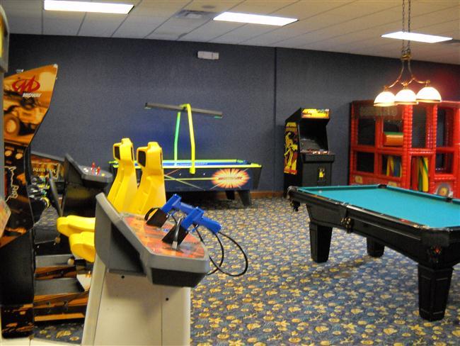 Paradise-Palms-Resort-Clubhouse-GameRoom