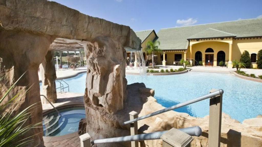 Paradise-Palms-Resort-Clubhouse-Pool-2