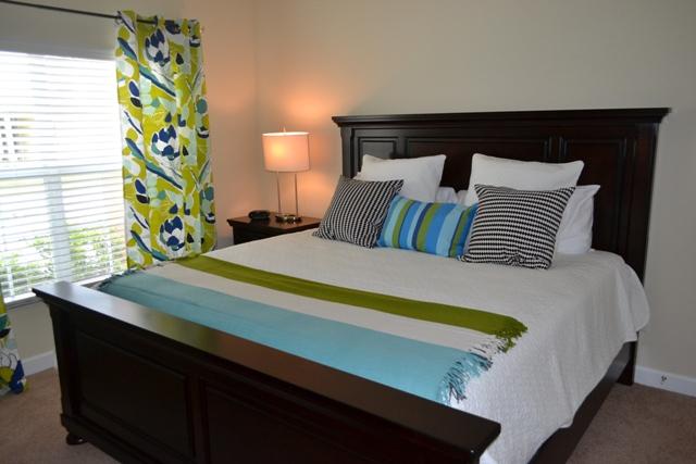 Main-Floor-Queen-Bedroom