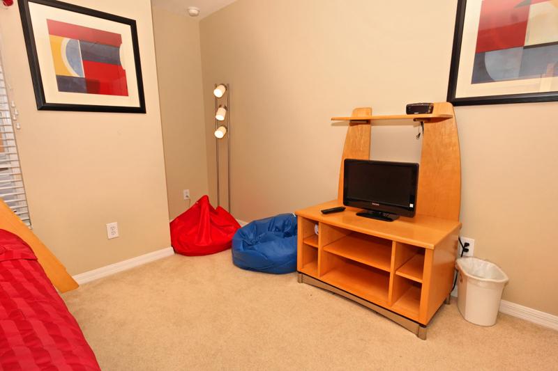 Twin-Full-BunkBed-Room-2-TV