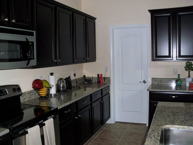 Spacious-Fully-Equipped-Kitchen