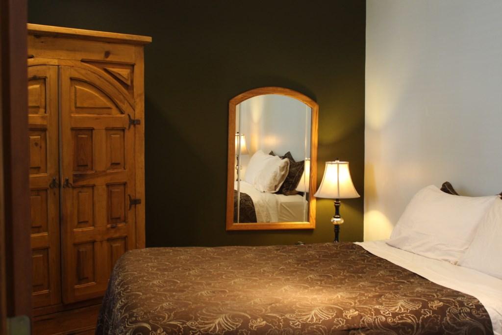 Bedroom #1 on Main Floor-Queen