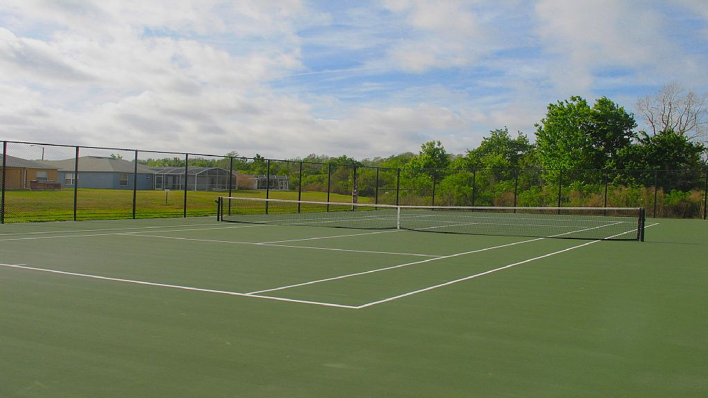 Tennis Courts within Crescent Lakes.