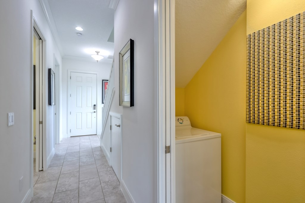 Foyer / Laundry Rm