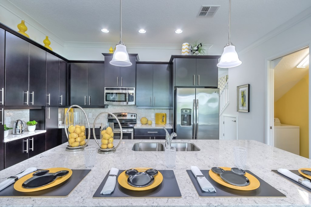 Kitchen / Counter Seating