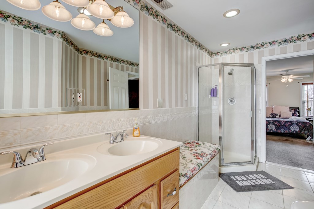Master Bathroom Photo 4 of 4