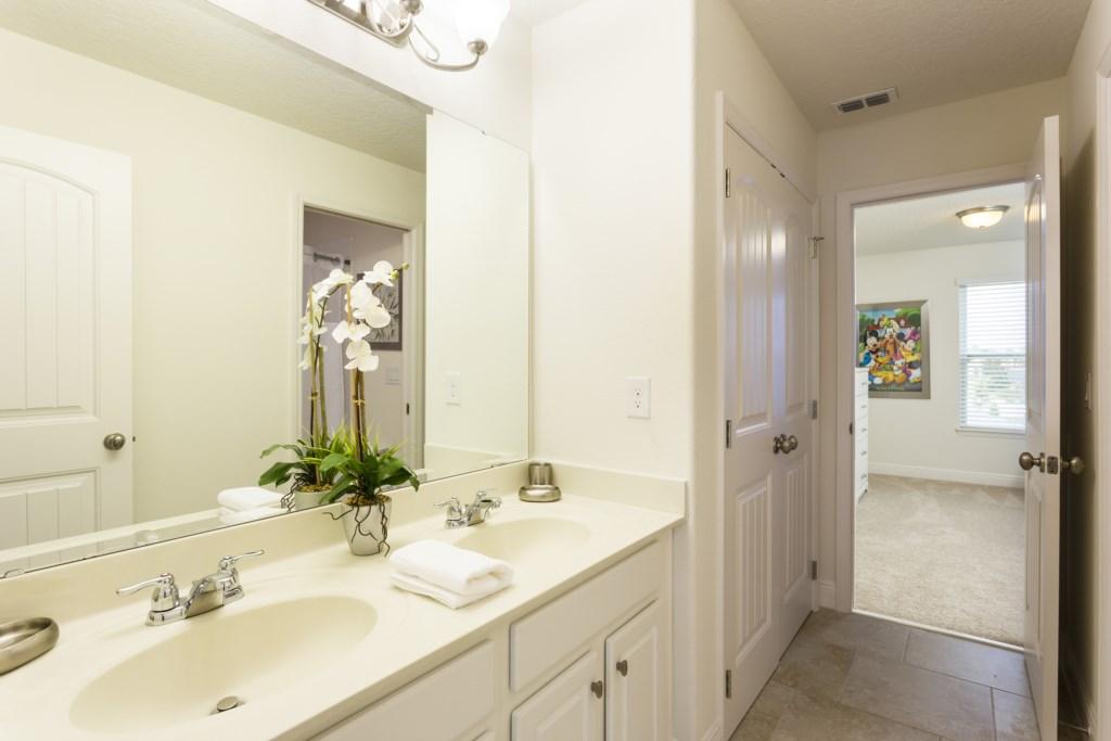 4328 Acorn Bathroom 4.jpg