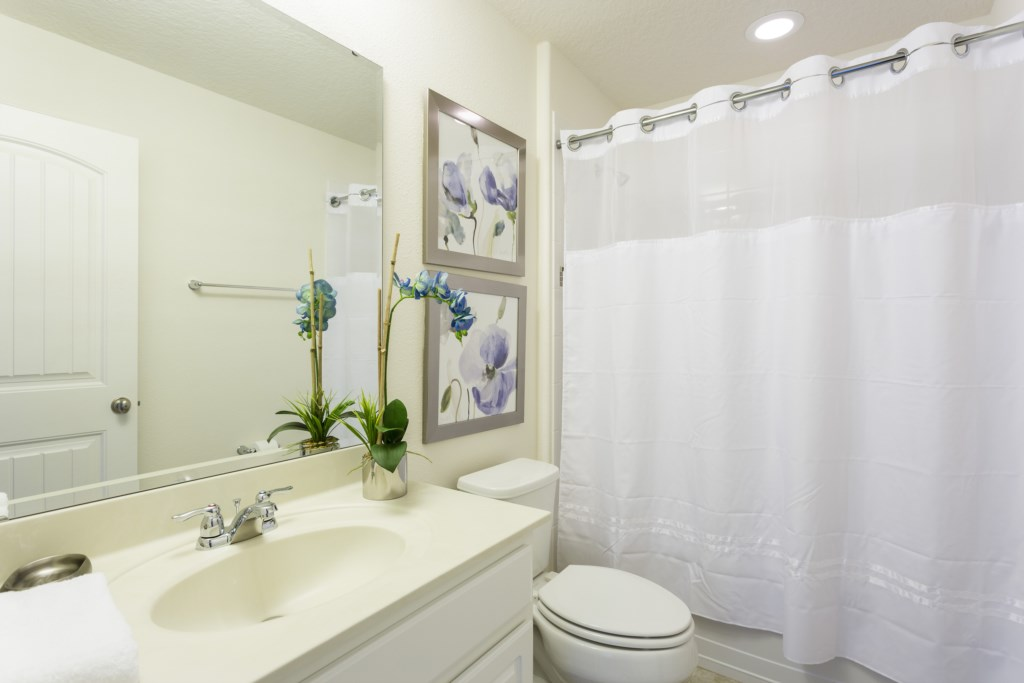 4328 Acorn Bathroom 5.jpg