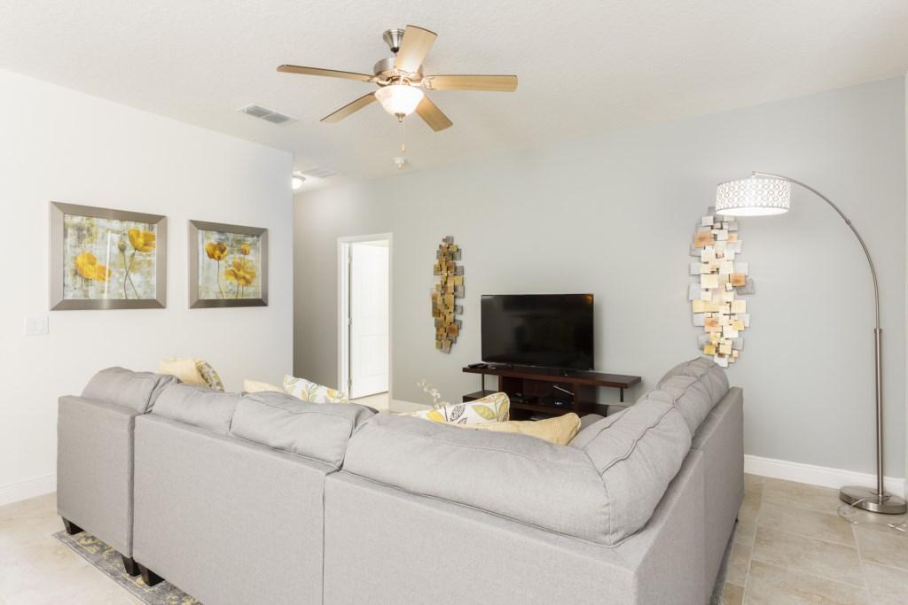 4328 Acorn Living Room-2.jpg