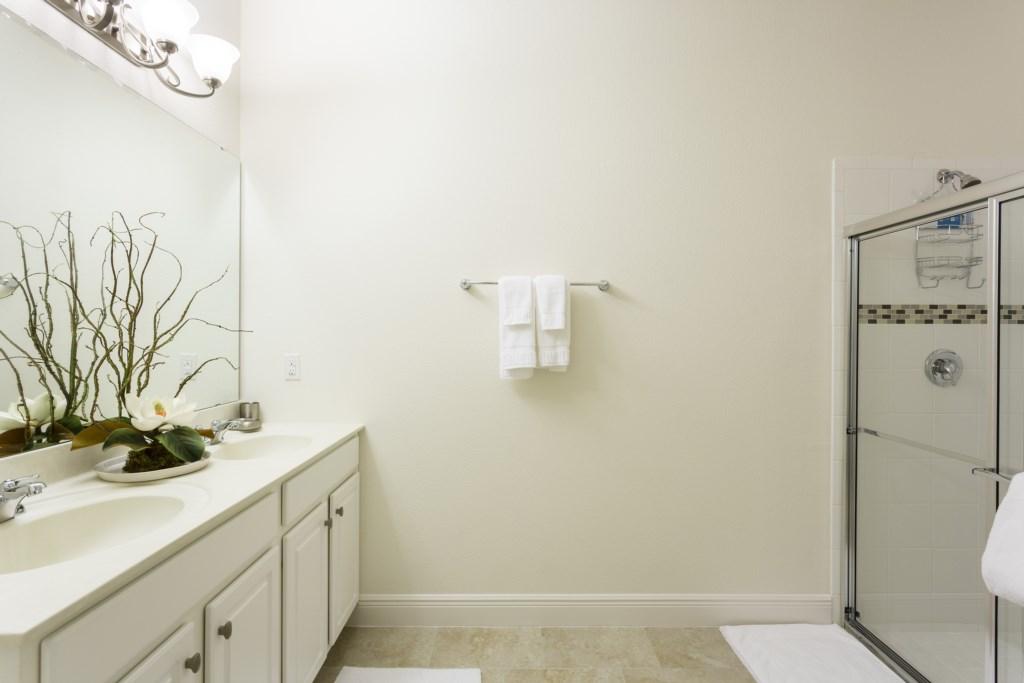 4328 Acorn Master Bath 1.jpg