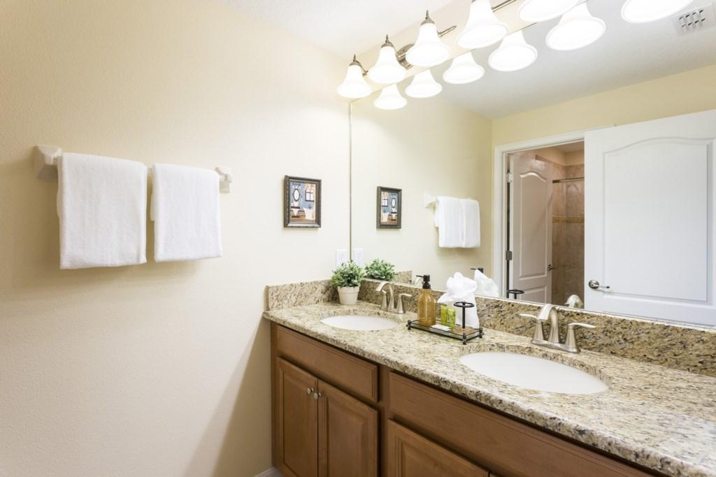 sl001 Bathroom 3.jpg