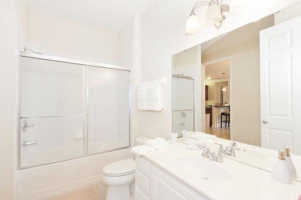 VC106_Bathroom2.jpg