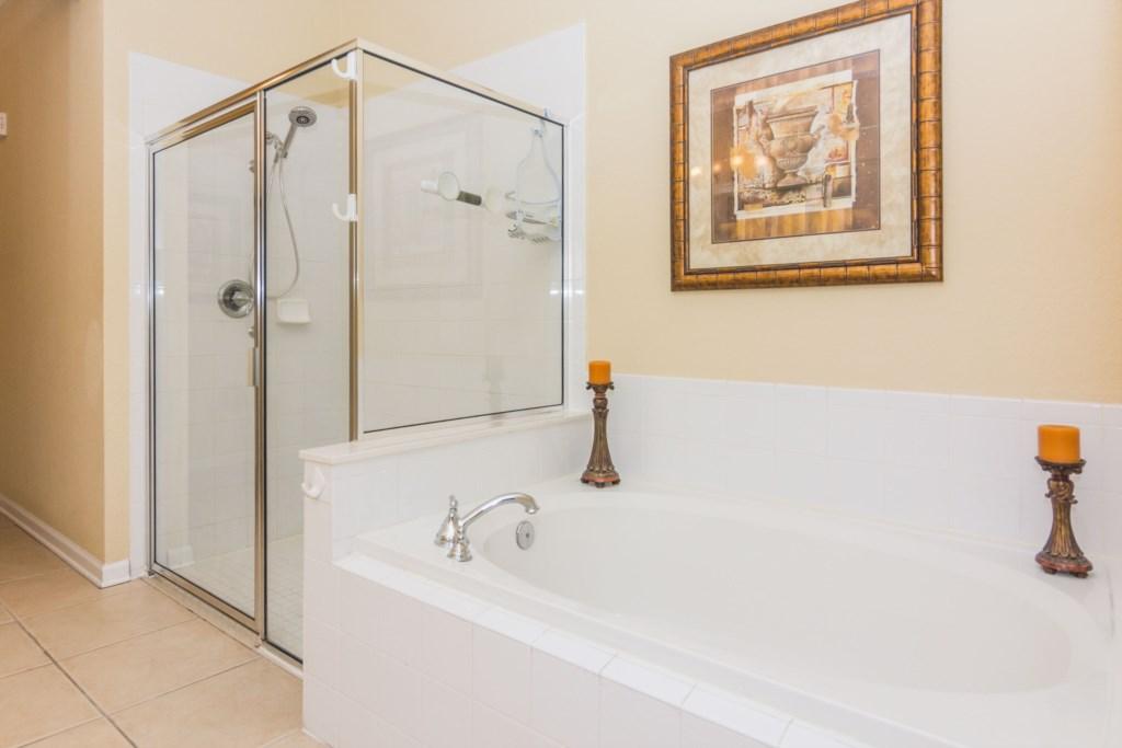 Suite Master 5 Bath.jpg