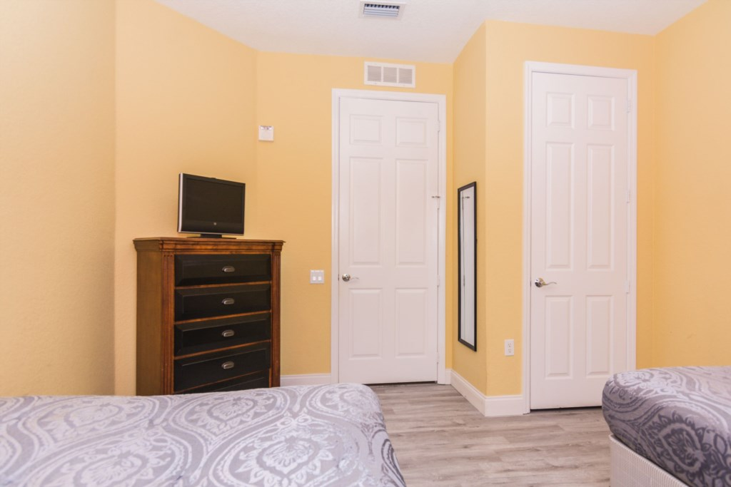 Twin Bedroom 3.jpg