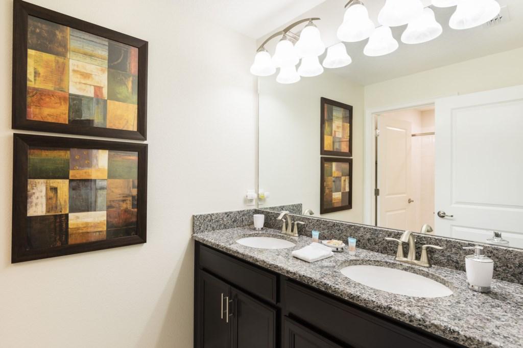 SL102 - Bathroom 2.jpg