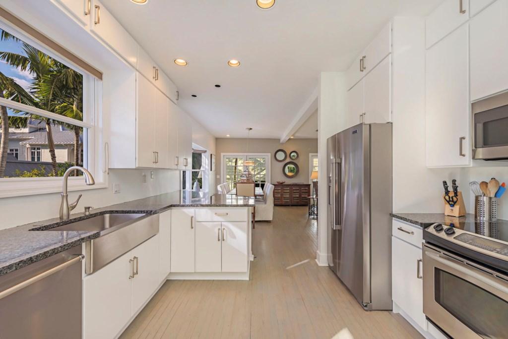 63 13th Ave S Naples FL 34102-large-025-040-kitchen1-1498x1000-72dpi.jpg