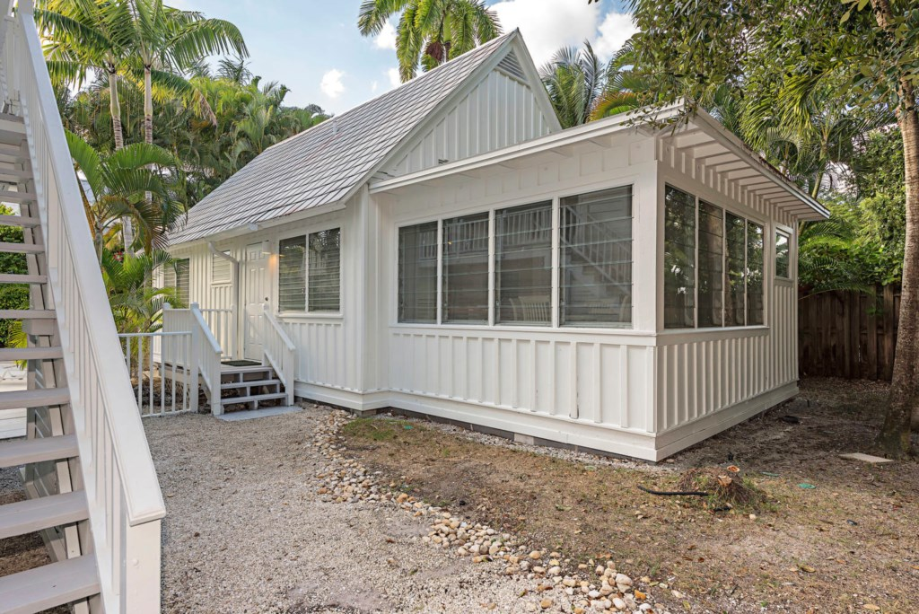 63 13th Ave S Naples FL 34102-large-033-042-guest house-1499x1000-72dpi.jpg