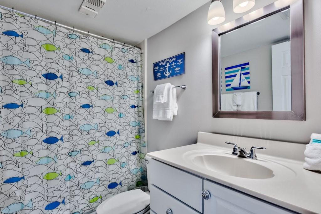 Full Bathroom Located In The Hallway Between Bedrooms