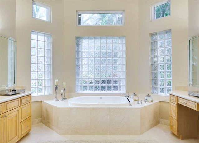Palma Master Bathroom
