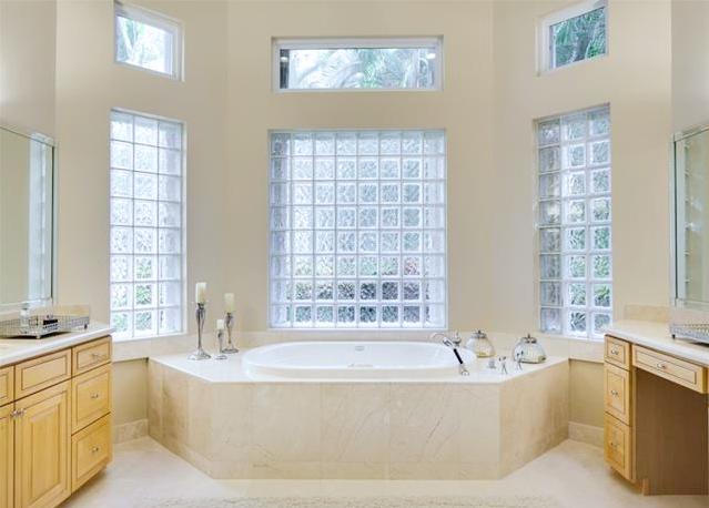 Palma Master Bathroom