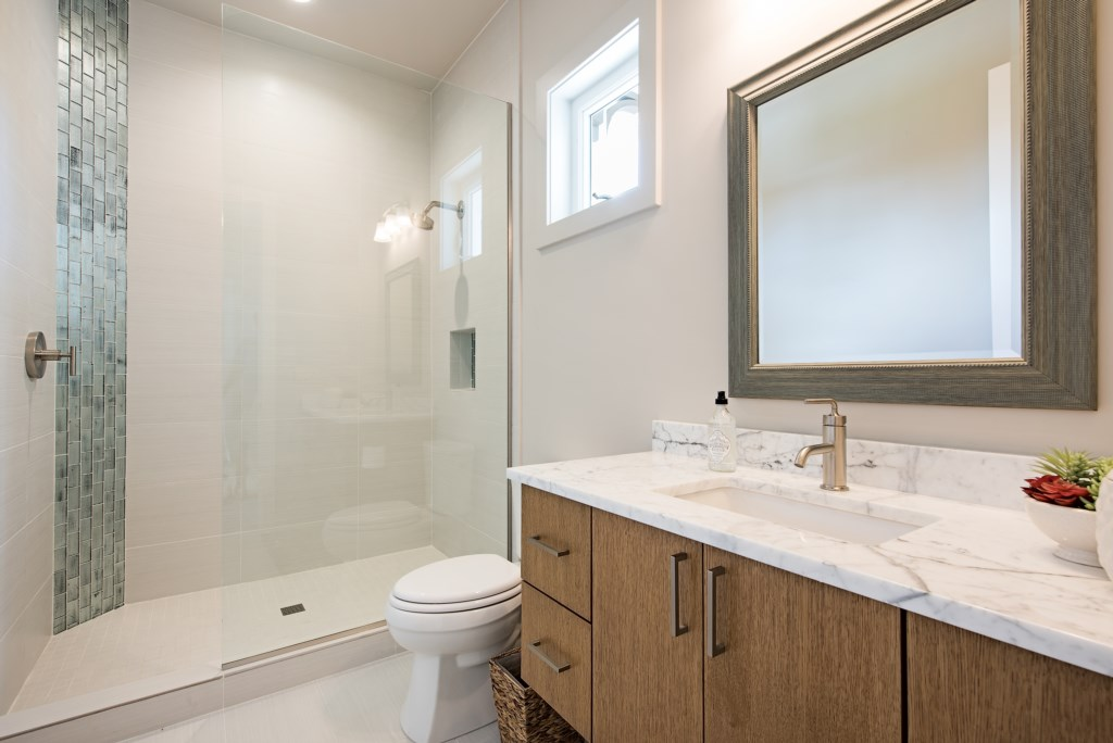 685 17th Avenue S Naples FL-print-015-3-BathRoom2-4096x2734-300dpi.jpg