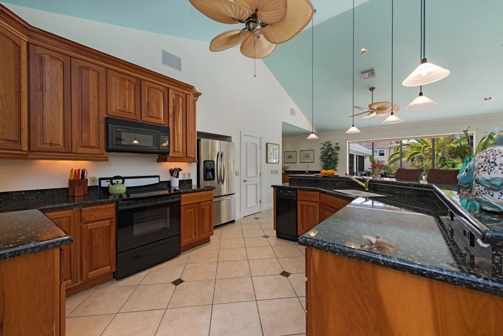 39014thAvenueSNaplesFL-print-006-kitchen-4200x2804-300dpi
