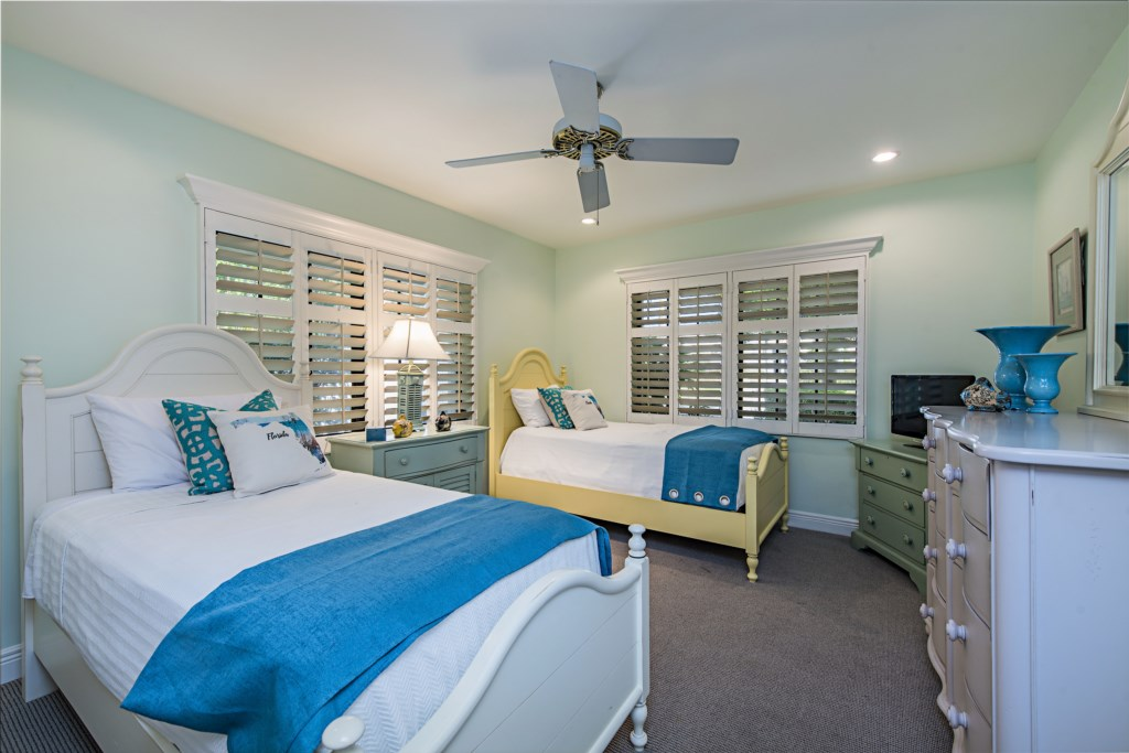 39014thAvenueSNaplesFL-print-023-20-bedroom1-4200x2804-300dpi