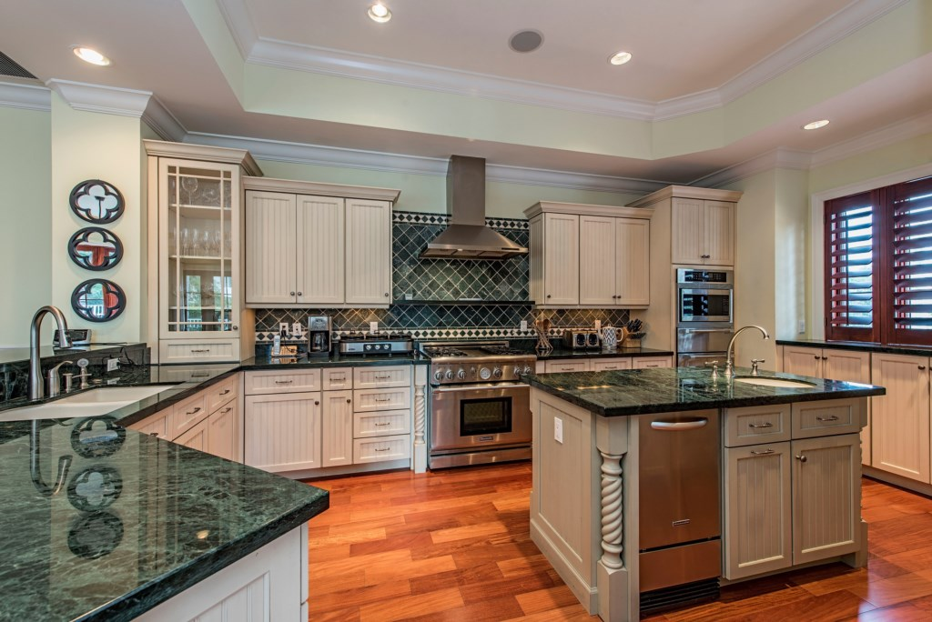 85 13th Avenue S Naples FL-print-003-4-kitchen-4200x2804-300dpi.jpg